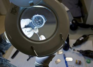 Reiniging van automatische en opdraai uurwerken